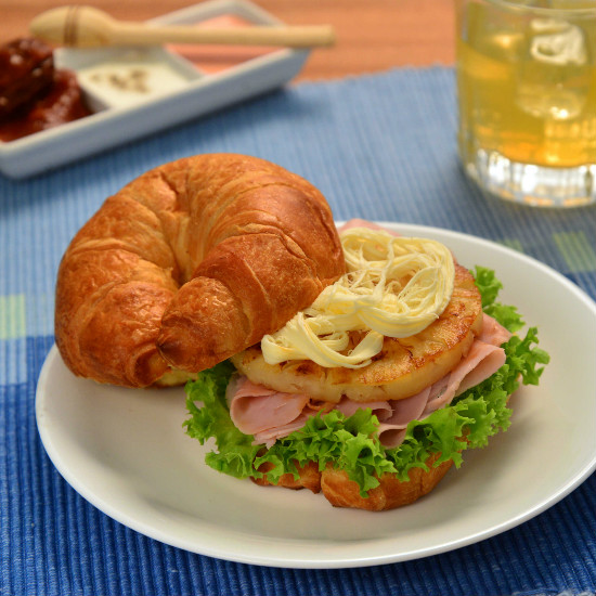 Bimbo® ham Croissants with grilled pineapple