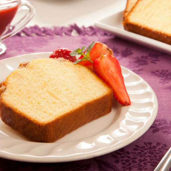 Bimbo® walnut pound cake with apple sauce and strawberries Bimbo® recipe