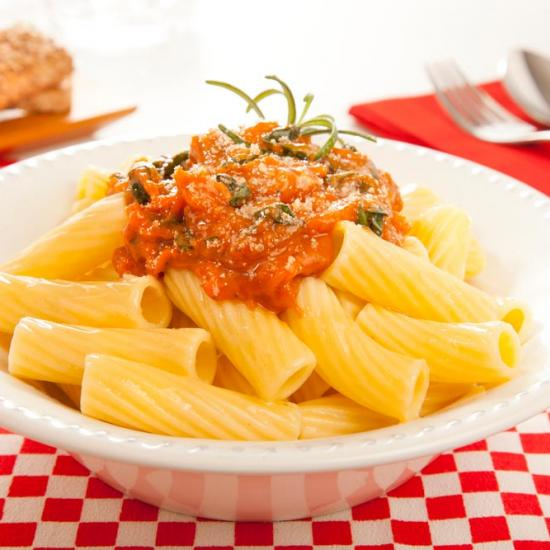 Tortiglioni with multigrain nut sauce Bimbo® recipe